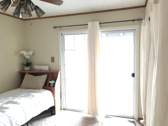 Cozy Room to Backyard: Casa de Mari (Rm 2)