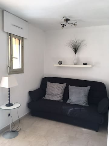 Appartement studio en rez-de-chaussée
