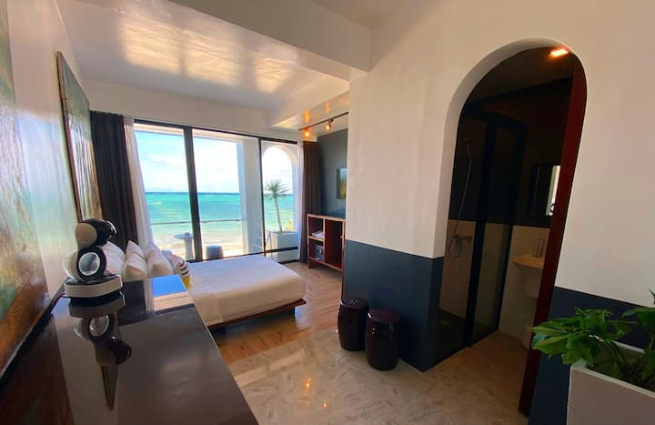 Queen room w/ balcony, Ocean view, Bulabog Beach