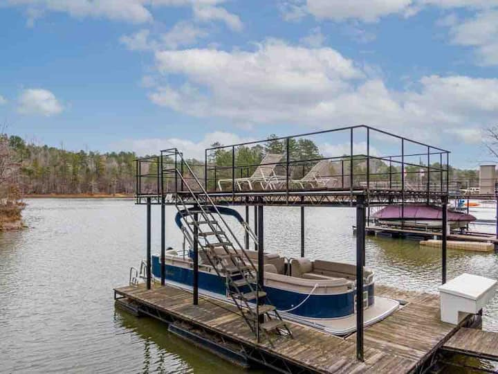 The Great Escape on Lake Lanier w/ Private dock