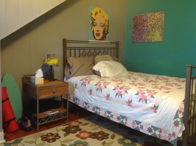 Private bath and room for 1 or 2 near CMU/Pitt