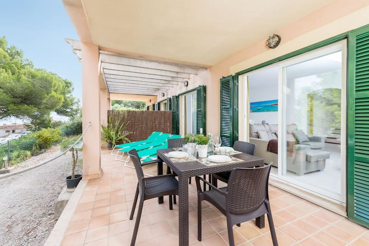 Spacious Holiday Home Son Moro with Sea View, Wi-Fi, Air Conditioning, Balcony, Garden & Terrace; Parking Available