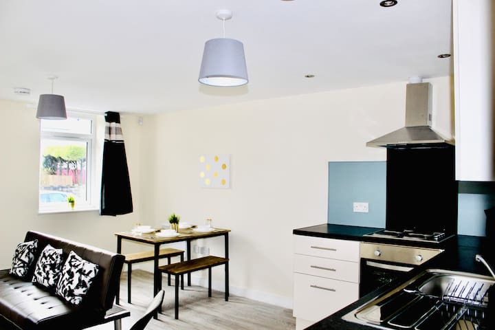 Brand New Twin Apartment, Secure Parking (No 1)