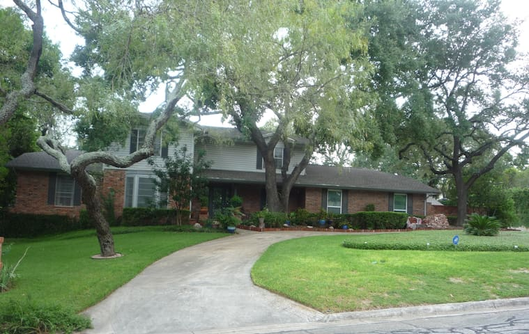 COMFORTABLE, QUIET & PRIVATE HOME CENTRAL LOCATION - San Antonio