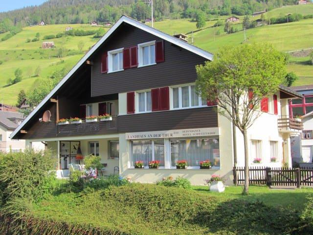 """Gästehaus""""Landhaus an der Thur"""""""