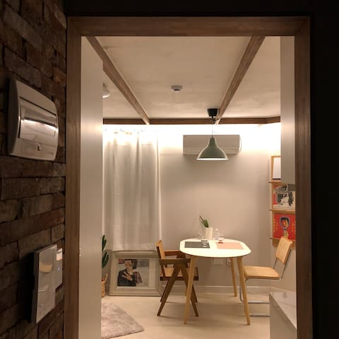 Hongdae Yeonnam,cafe house with 2Terrace(1,2층단독사용)