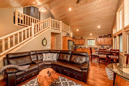 New Cabin in sought after Evergreen Valley! Summer Pool Access! WiFi | Slps 8 - Ronald