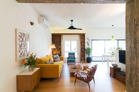 Luxury 2 Bedroom Apartment + Balcony - 9 Maane st