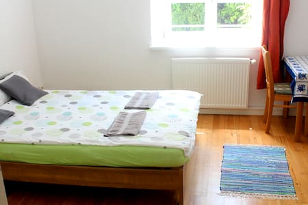 Large quiet room, 10min walk central train station - Passau - Apartament