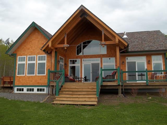 Highlander Cottage on Lake Superior