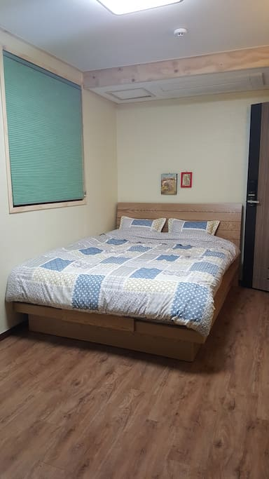 편안하고 따뜻한 퀸 침대
