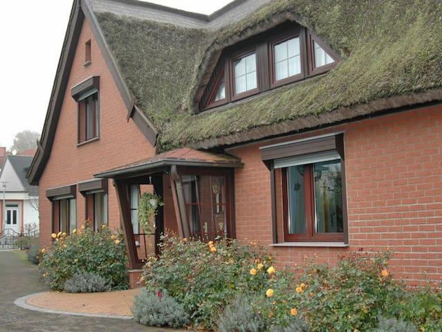 Reetdach-Ferienhaus Kogge - Sellin - Dom