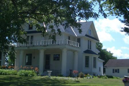Twelve Oaks of Traverse City - Vivien & Clark's Rm - Traverse City