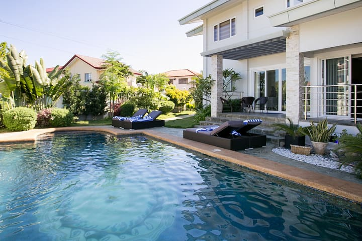 Pacific Luxury Villa, 200sqm, Serviced, Pool - PH - Villa