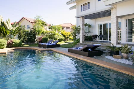 Pacific Luxury Villa, 200sqm, Serviced, Pool