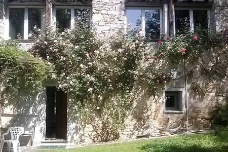 Casa dalle tante finestre - Madonna del Sasso - 独立屋