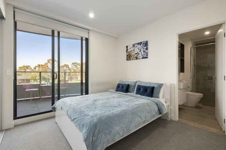 2 bedrooms, 2 baths in the heart of Bundoora