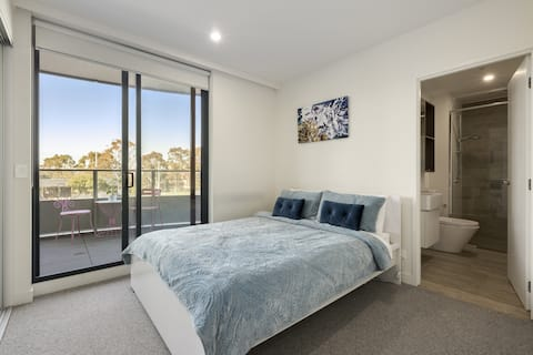 2 bedrooms, 2 baths car park, great location