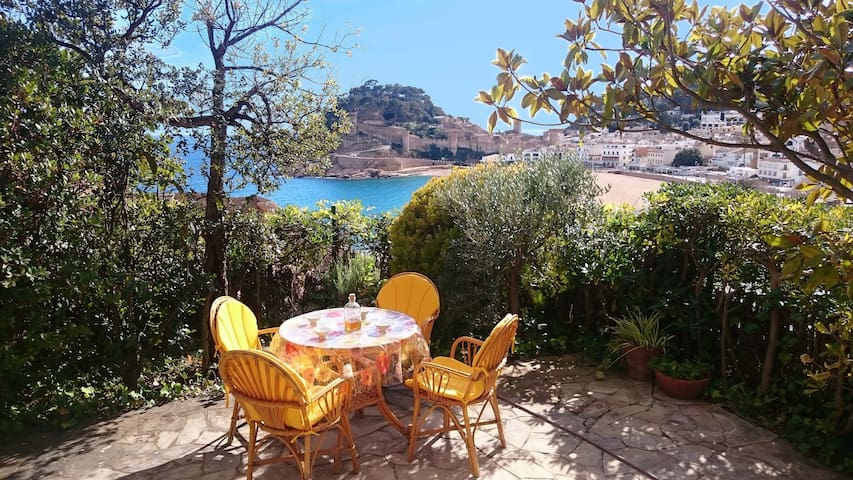 BEACHFRONT APARTMENT with SEA BREATHTAKING  VIEWS - Tossa de Mar - Lägenhet