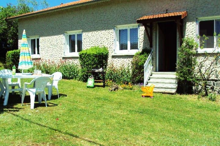 Gîte 2* proche du Puy-en-Velay, commerces à 5 min