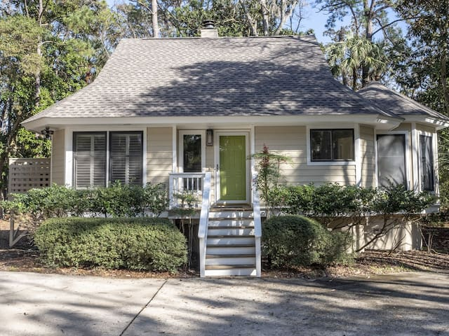 Updated 3BR/3BA Home,Golf Course Views, Amenity Cards!