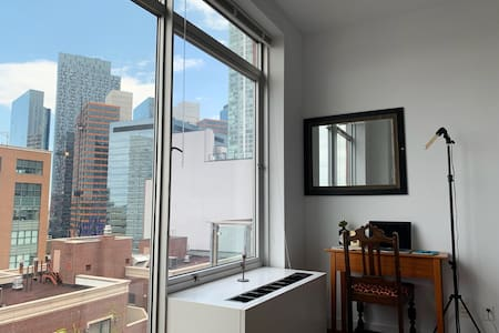 Luxe Long Island City Space Minutes From Manhattan