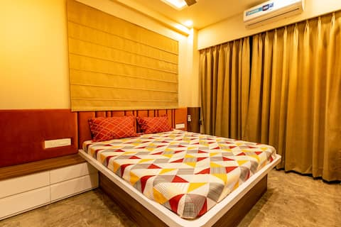 Luxurious 2 bhk Apartment With High Speed Internet and Free Parking