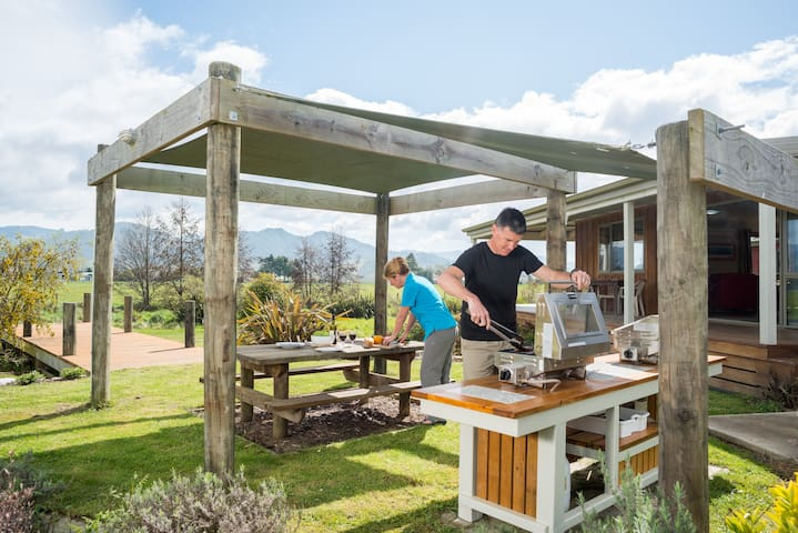 Boutique, self-catering Lodge - Riwaka