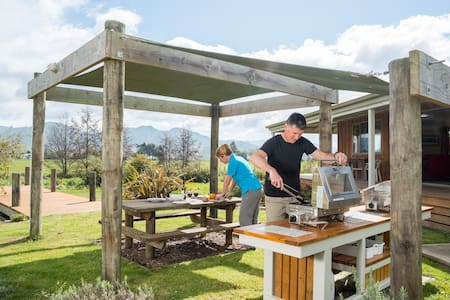 Boutique, self-catering Lodge - Riwaka - House