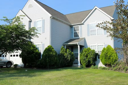 Charming Colonial on Quiet Cul-de-Sac - Coatesville - Ev