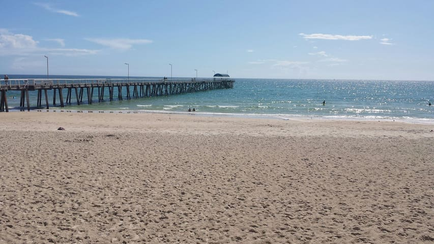 Explore, relax and enjoy! - Henley Beach  - Huis