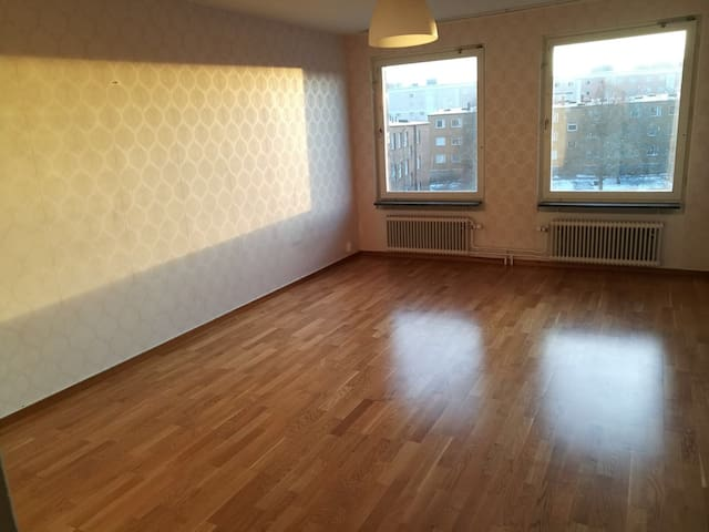 2 bedroom apartment with balcony