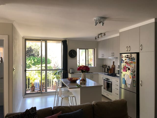 Cosy 2bedroom unit 10min from Manly Beach