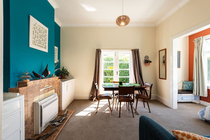 Clean, Cosy & Quiet Vintage Retreat | 6 min to CBD