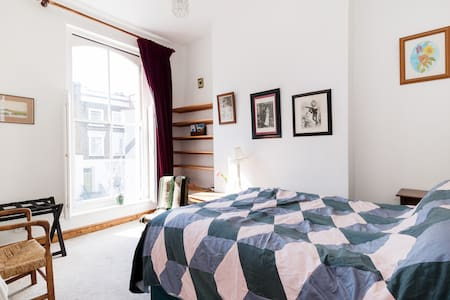 Bright, cosy double bed, nr kings X - Rumah