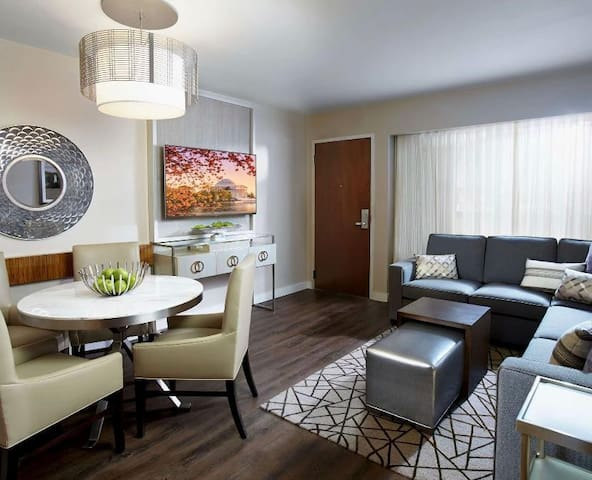 2 Bedroom King Suite w/ Sofabed