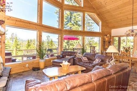 Chalet with amazing views, a hot tub and a BBQ