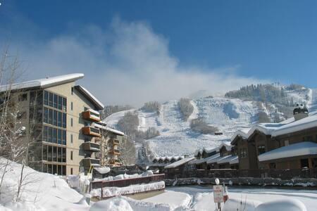 Ski In/walk out Condo - Стимбоут-Спрингс