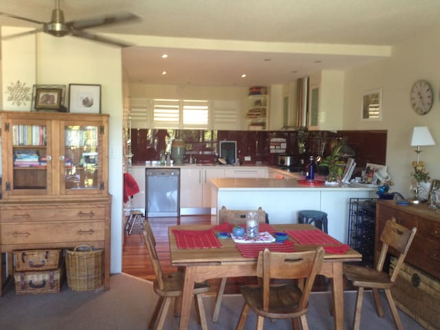Beautiful Buderim Home with Pool - Buderim - Apartment