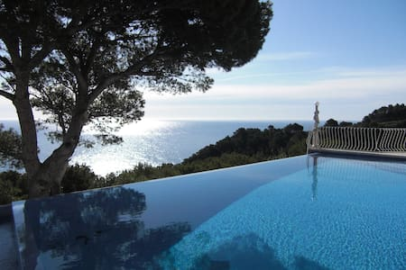 Luxury villa, sleeps 10, breathtaking views - ベグール