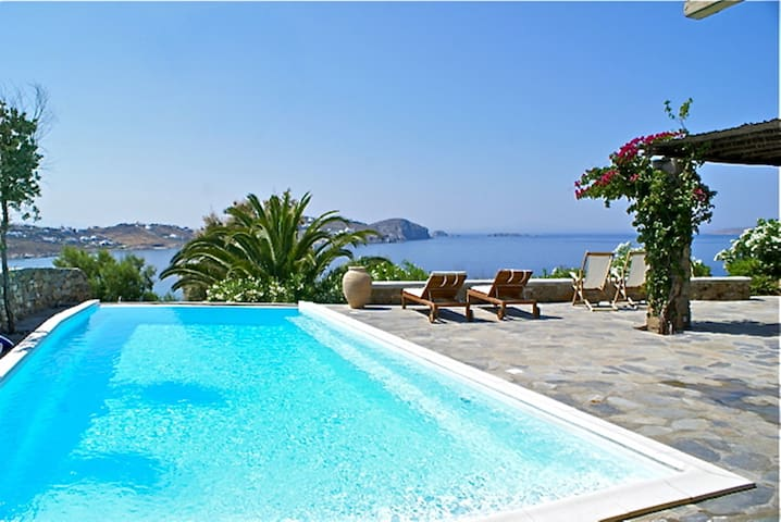 Mykonos 4 Bedroom Villa with Private Pool - Agios Ioannis Diakoftis