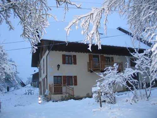 maison sur les hauteurs du lac d'Annecy - Saint-Eustache - บ้าน