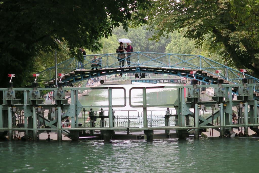 Le Canal Saint Martin et ses ponts caractéristiques