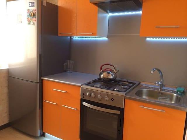 1 комнатная квартира на Кирова 101/1 - Ufa - Apartamento