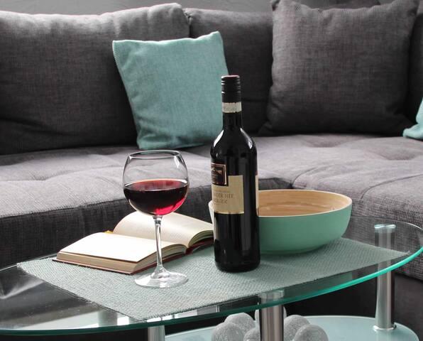 Refugium 2020, (Marienheide), Gästeappartment, 45qm, 1 Schlafzimmer, 1 Wohn-/Schlafzimmer, mit Terrasse und Kamin