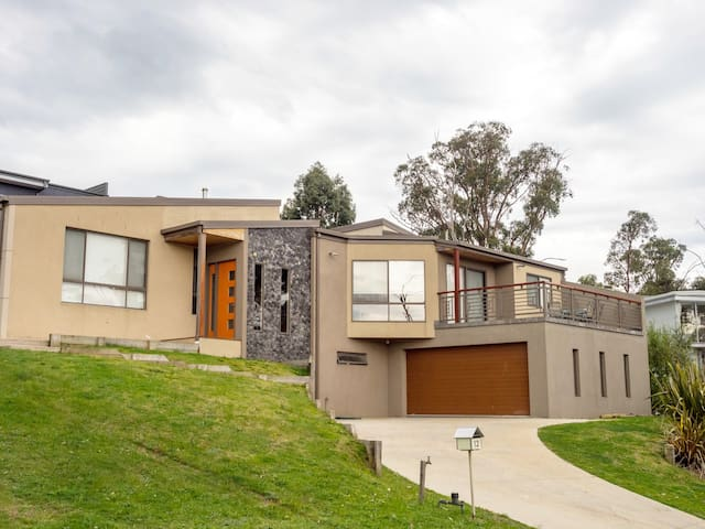 RACV Creswick Luxury 4 bed house Golf course view