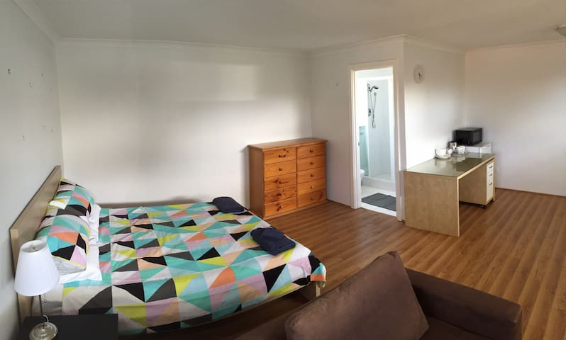 Spacious, inner-city self contained studio - North Perth - Appartement