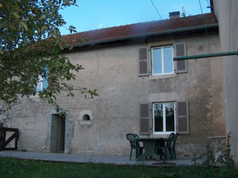 Logement indépendant dans maison en pierre.