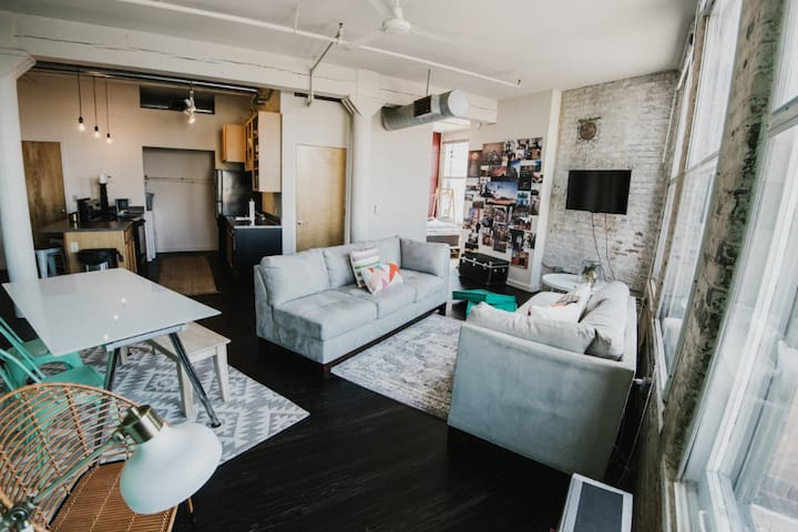 Clean apt just for you | 2BR in Dayton
