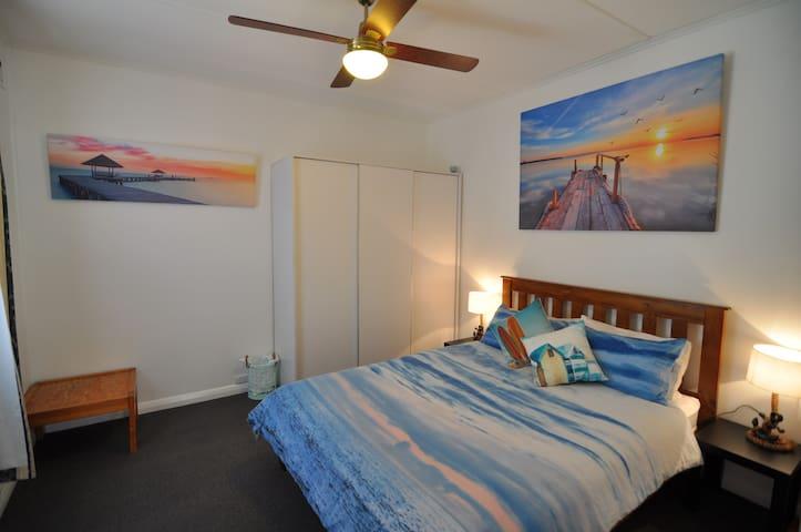 Bedroom 1- Queen bed Wall mounted TV